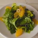Zomerse salade van bindsla en sinaasappel
